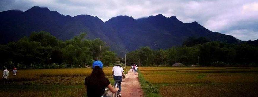 Balade à vélo dans un village à Mai Chau au Vietnam