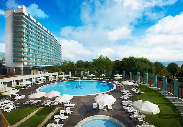 La piscine de l'hôtel Europa 4* à Eforie Nord, le littoral roumain, la mer Noire, Constanta, Roumanie, thalasso, spa, Ana Aslan