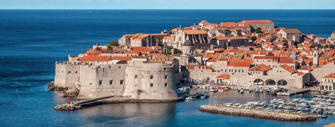 Vue sur la ville de Dubrovnik et la côte dalmate en Croatie