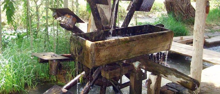 roue à eau en bois