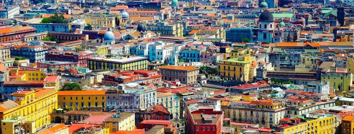 Vue sur la ville de Naples en Italile