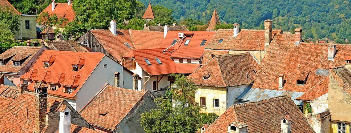 Vue panoramique sur village en Transylvanie