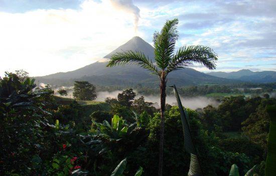 Vue panoramique de volcan à Costa Rica